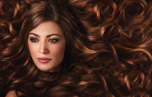 Perché è utile assumere integratori per capelli in autunno